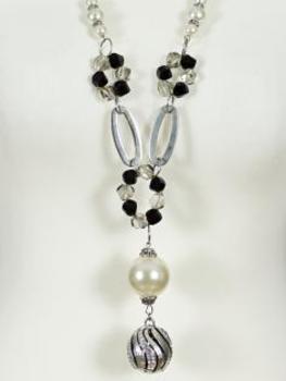 Halskette mit Perlen Anhängern (Bild 2)