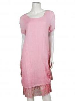 italien in rosa das kleid ist in dezenter a form mit weicher spitze. Black Bedroom Furniture Sets. Home Design Ideas